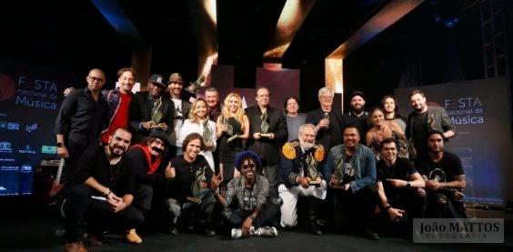 Festa Nacional da Música 2017 - Festa de Premiação e Shows - Foto final da Premiação com os agraciados foto de João Mattos